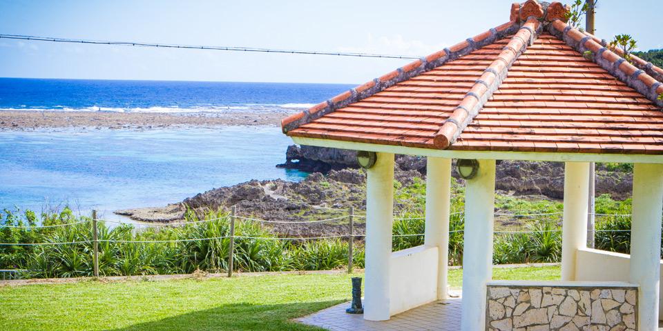 宮古島の貸別荘海の見える庭